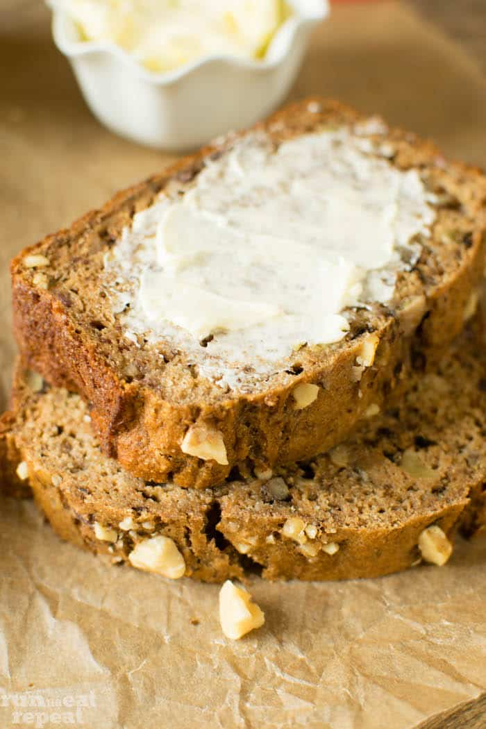 A 100% healthy and actually good tasting whole wheat banana bread recipe. Find the recipe at runlifteatrepeat.com!