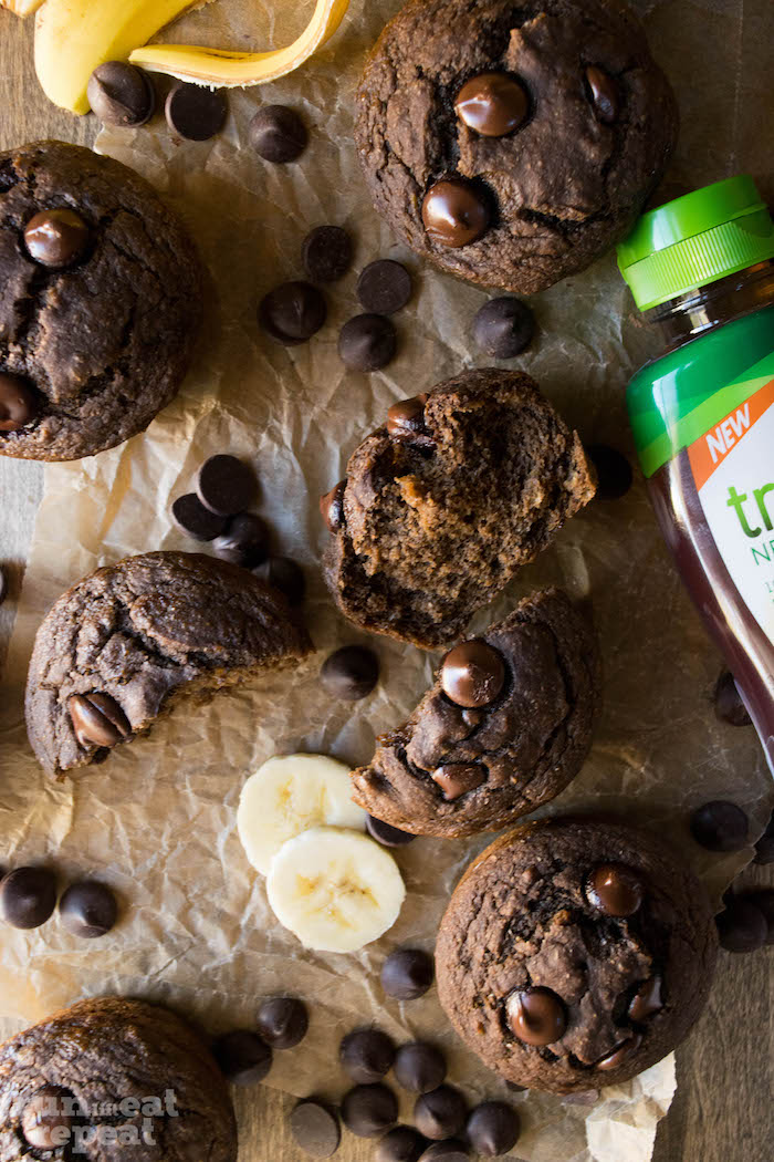 Super easy, 165 calorie brownie-like muffins that will be your favorite!