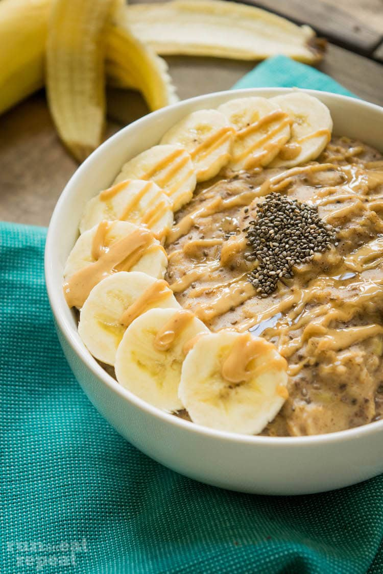 This quick, healthy breakfast that will keep you full all morning! Find the recipe at runlifteatrepeat.com!