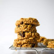These breakfast cookies are made with wholesome, healthy ingredients — made in just 1 bowl! Get the recipe at runlifteatrepeat.com!