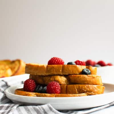 Just when you think french toast can't get any better – try it like this. It truly makes it unbelievably delicious! #breakfast #frenchtoast #dairyfree #brunch