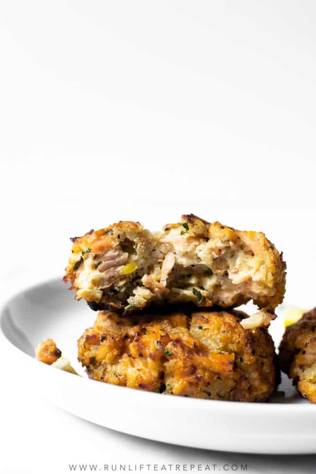 This recipe for salmon cakes combine the flavors of lemon, parsley, and garlic but the most flavor is from the salmon. For best texture, the recipe has little filler and is baked in a very hot oven.