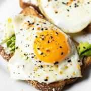 This avocado egg toast is a simple breakfast that takes just 10 minutes. With just 5 ingredients, this breakfast will keep you full for hours!