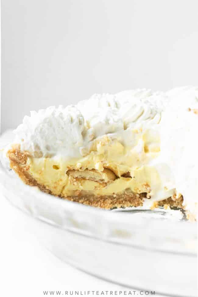 This banana pudding pie recipe combines a crunchy cookie crust, soft and sweet vanilla pudding, thick slices of bananas, layers of Nilla Wafers, and a mountain of homemade whipped cream. Everyone who tried a slice instantly loved it.